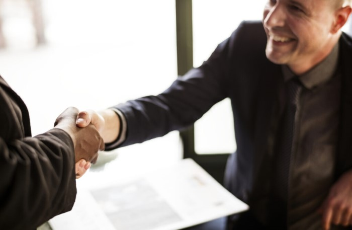 DL employee shaking hands with client